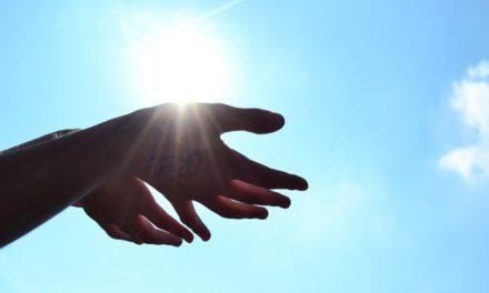 神の属性:無限、正義、真理、善行