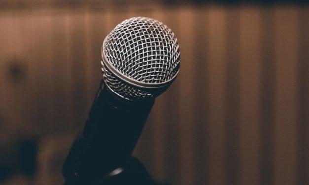 Thờ phượng dẫn đầu: Nói từ sân khấu