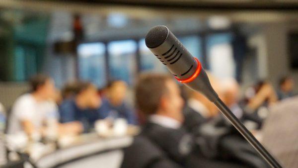 microphone-704255_1280