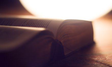 기독교인은 그들의 성경을 읽어야한다.